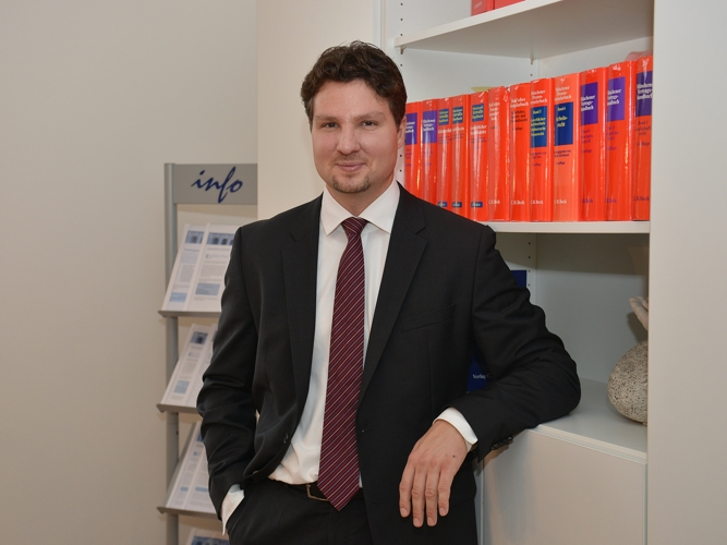 Dr. Helmut Knapp